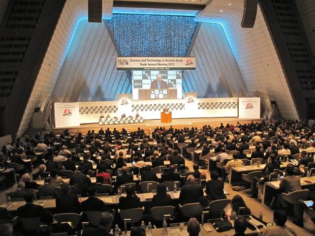 1000 delegates. No wifi so people actually had to listen.