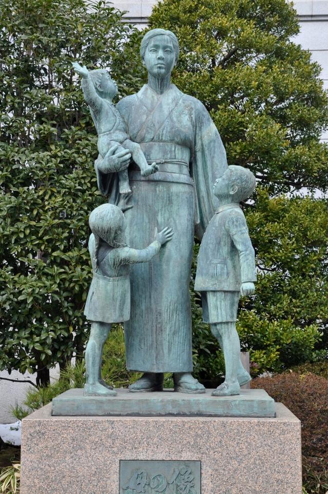 Statue to war widow