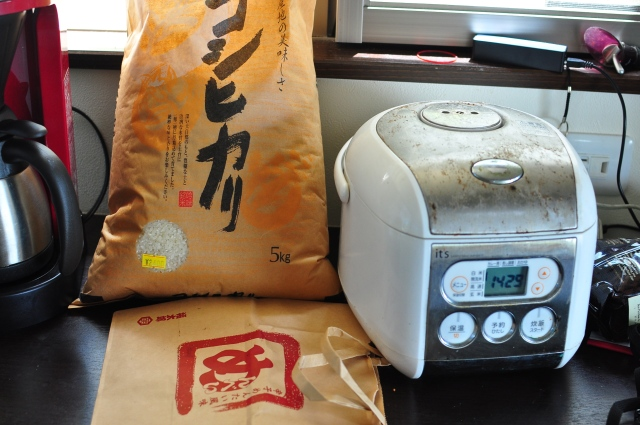 Rice with rice cooker.